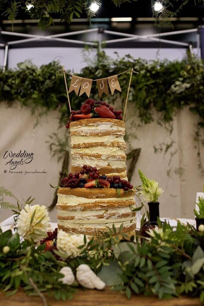 rustykalny tort z owocami