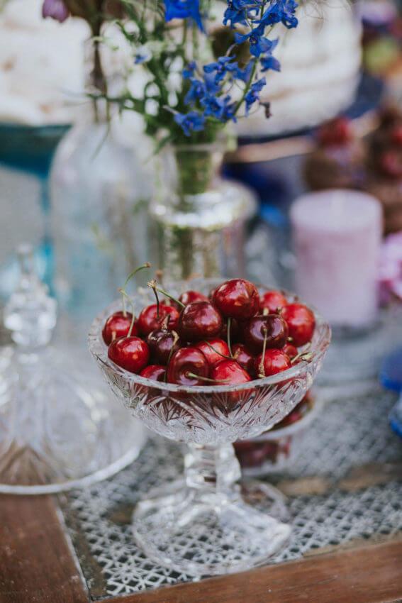 rustykalny słodki stół w plenerze 3