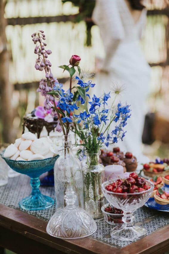 rustykalny słodki stół w plenerze 1