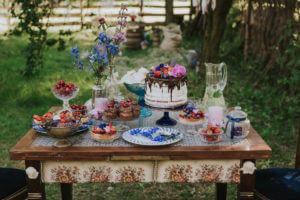 słodki stół, ślub w plenerze