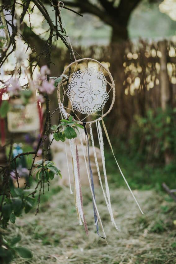 dekoracja na ślub w plenerze boho
