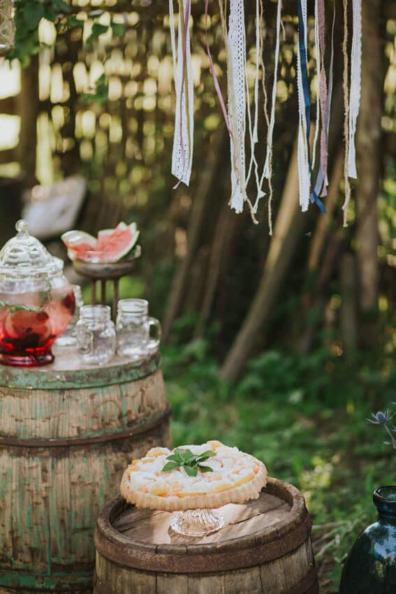 słodki kącik na wesele w plenerze