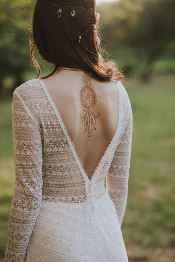 panna młoda w sukni ślubnej w stylu boho 7
