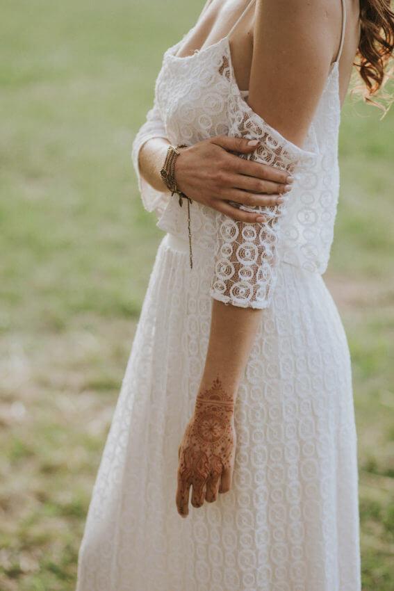 panna młoda w sukni ślubnej w stylu boho 4