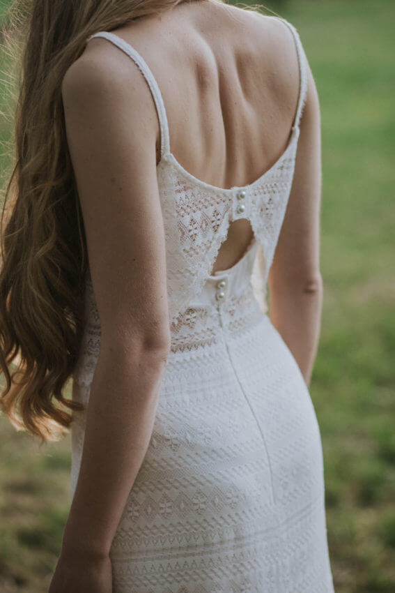 panna młoda w sukni ślubnej w stylu boho 1