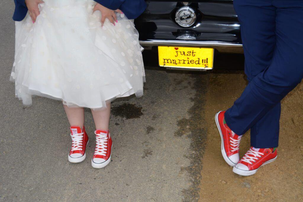 czerwone trampki na wesele