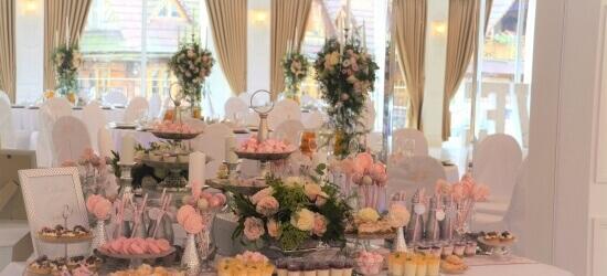 słodki stół róż i srebro