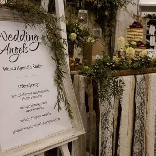 tablica informacyjna Agencji slubnej Wedding Angels natargach ślubnych