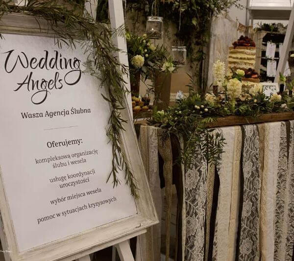 tablica informacyjna Agencji slubnej Wedding Angels na targach ślubnych