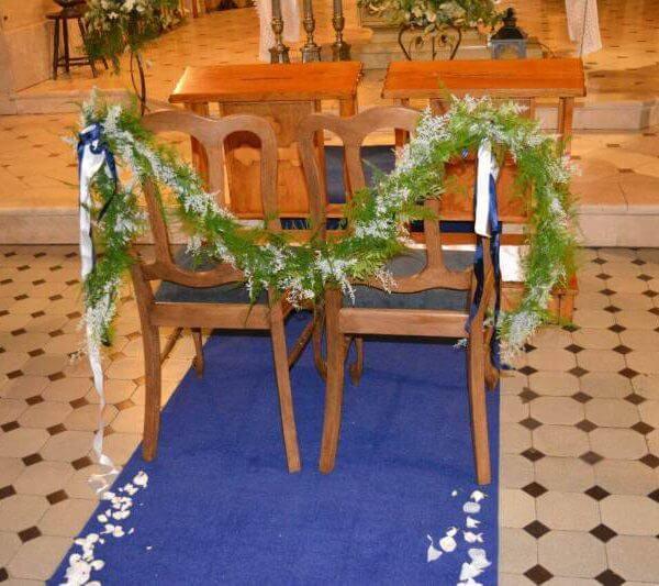 granatowy dywan w kościele