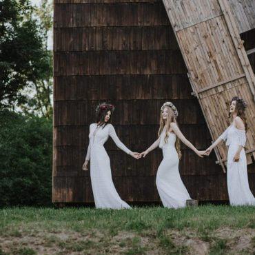 Panny Młode boh trzymające się zaręce