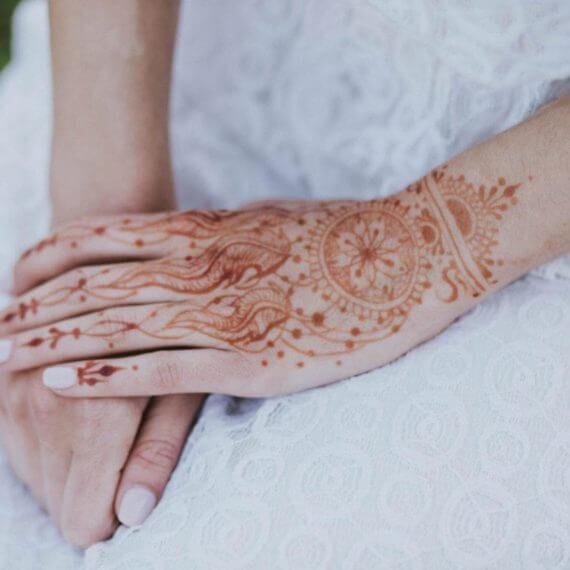 łapacz snów tatuaz na dłoni z henny