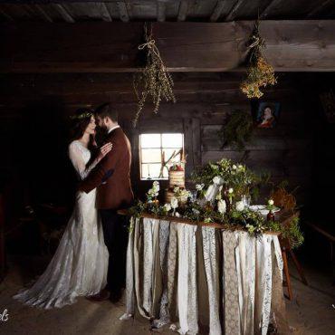 rustykalna dekoracja stołu weselnego