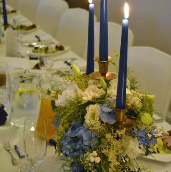 niebieskie dekoracje na weselu