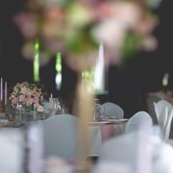 dekoracja sali pudrowy róż