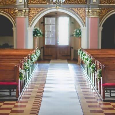 dekoracja ławek wkościele wSiewierzu