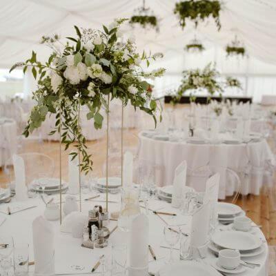 dekoracja boho stołu, wesele wnamiocie