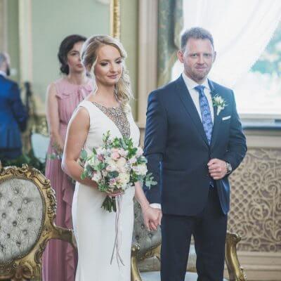 Para Młoda podczas ślubu cywilnego