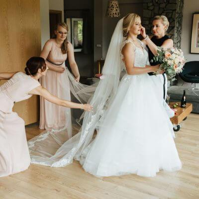 układanie welonu ślubnego