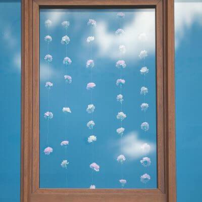 dekoracja okna zamłoda parą główki goździków nażyłkach