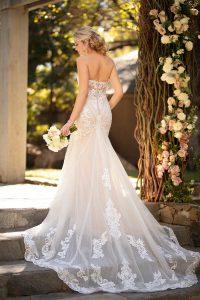 suknia ślubna ztrenem